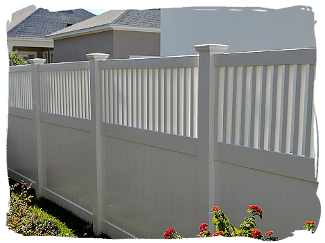 White Vinyl Privacy with Closed Spindle Top (4+2)